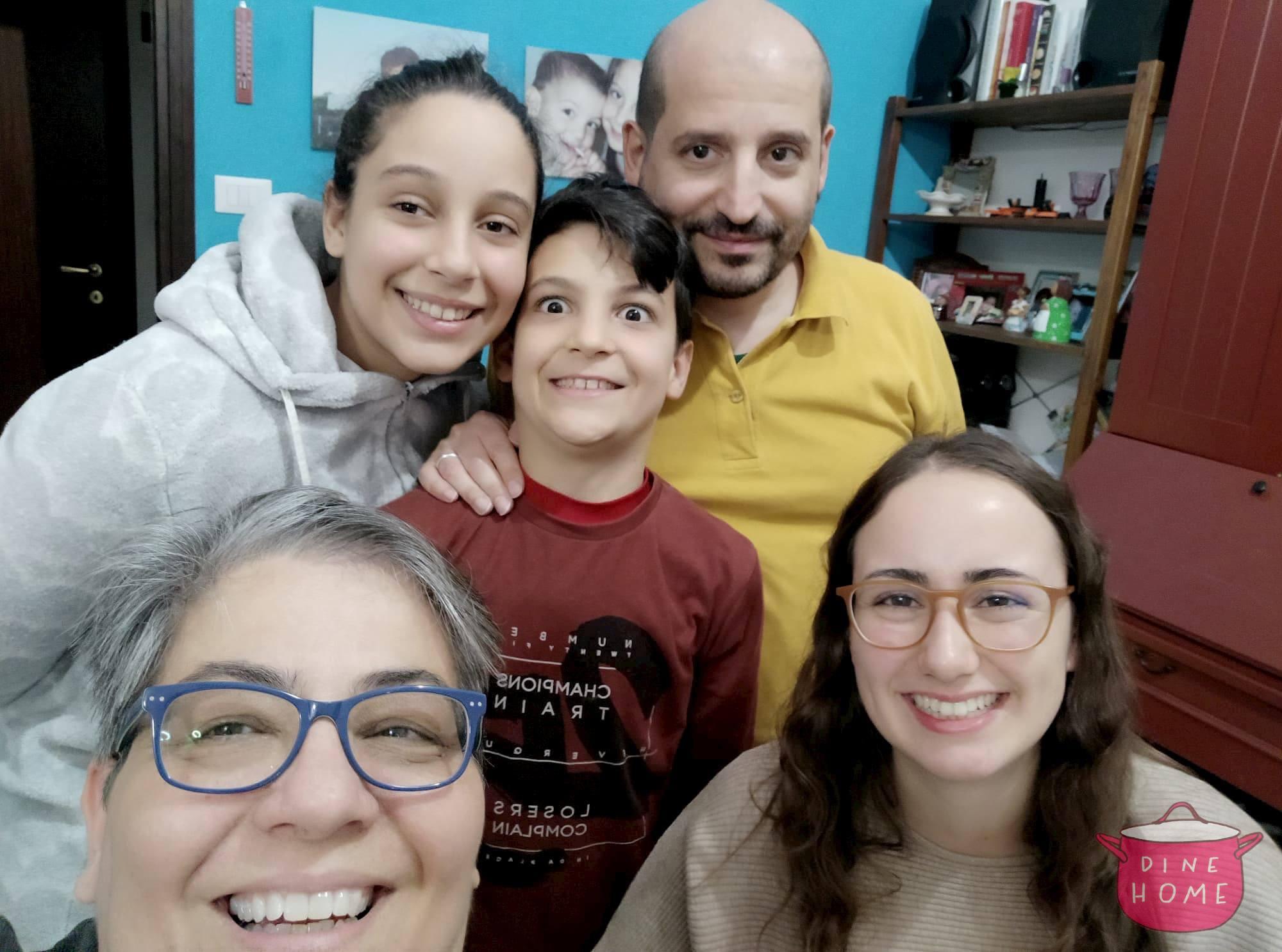 Nu�ria, studentessa Spagnola, a cena dalla sua famiglia Dinehome.