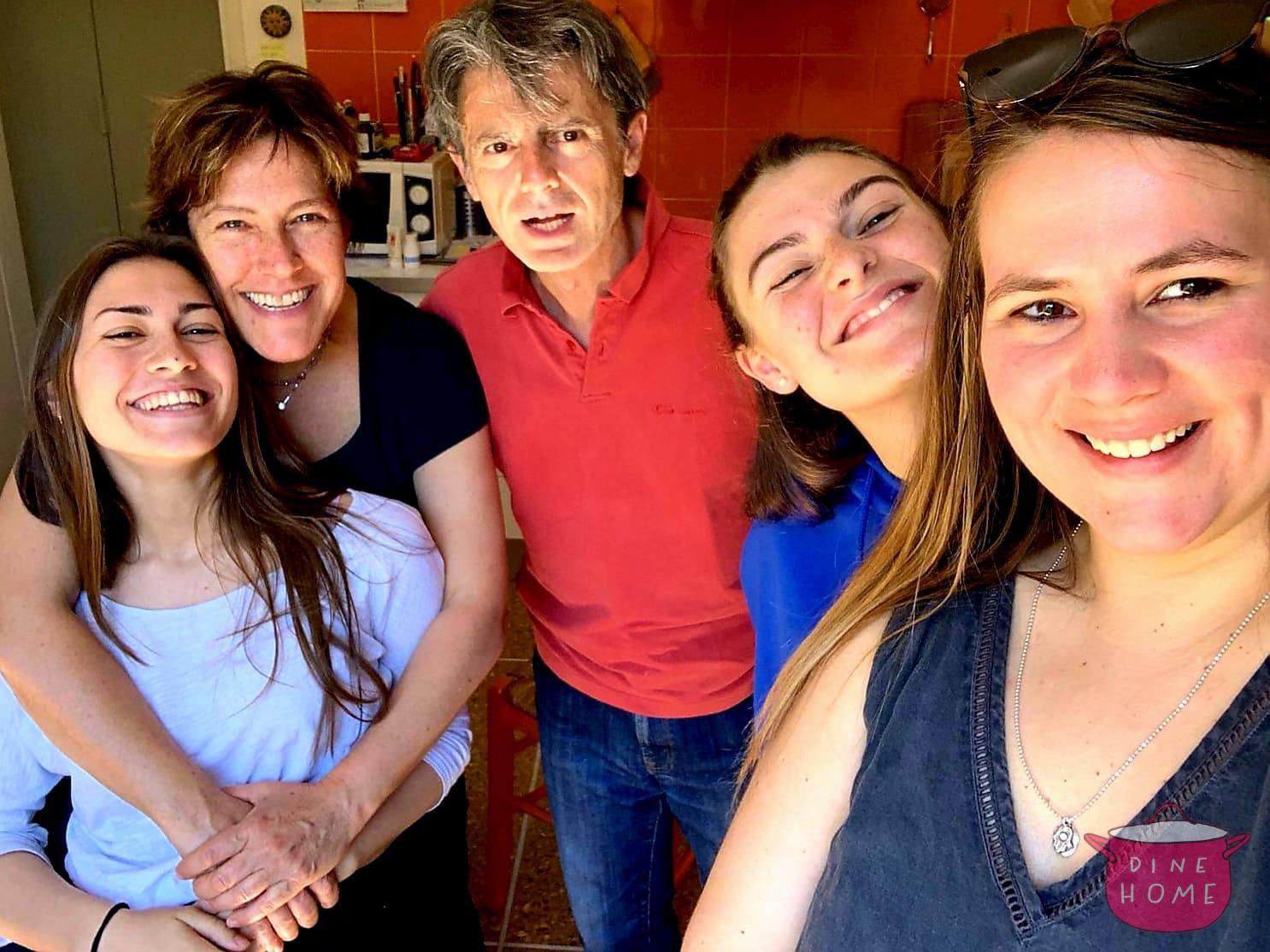 Olivia, studentessa dagli USA, a cena dalla sua famiglia Dinehome.