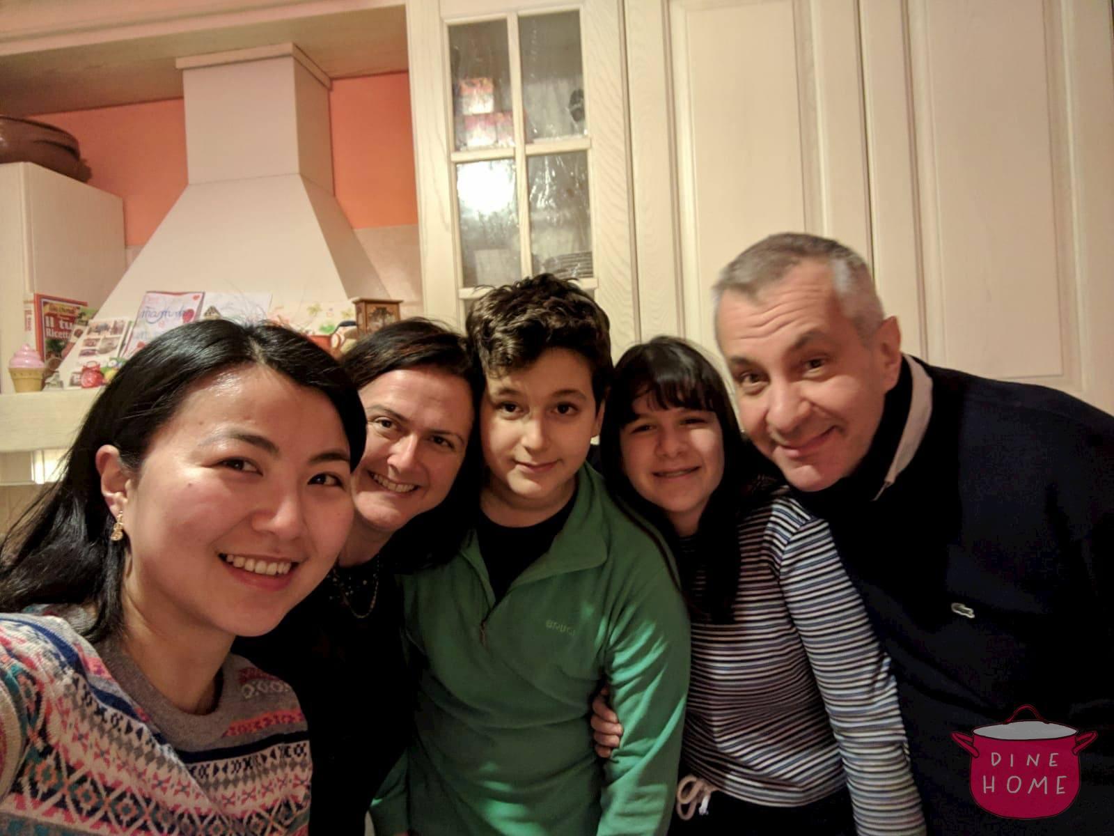 Yunnan, studentessa da UK, a cena dalla sua famiglia Dinehome.