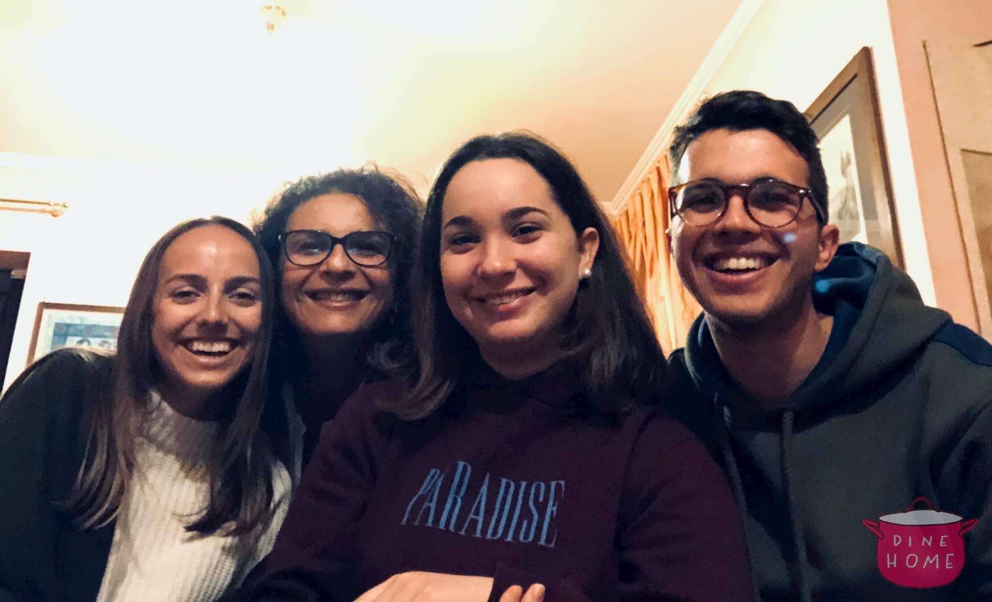 Megan, studentessa dal Canada, a cena dalla sua famiglia Dinehome.