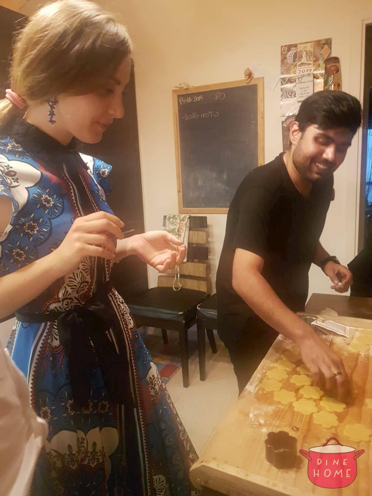 Abdul, studente dall' Arabia Saudita, a cena dalla sua famiglia Dinehome.
