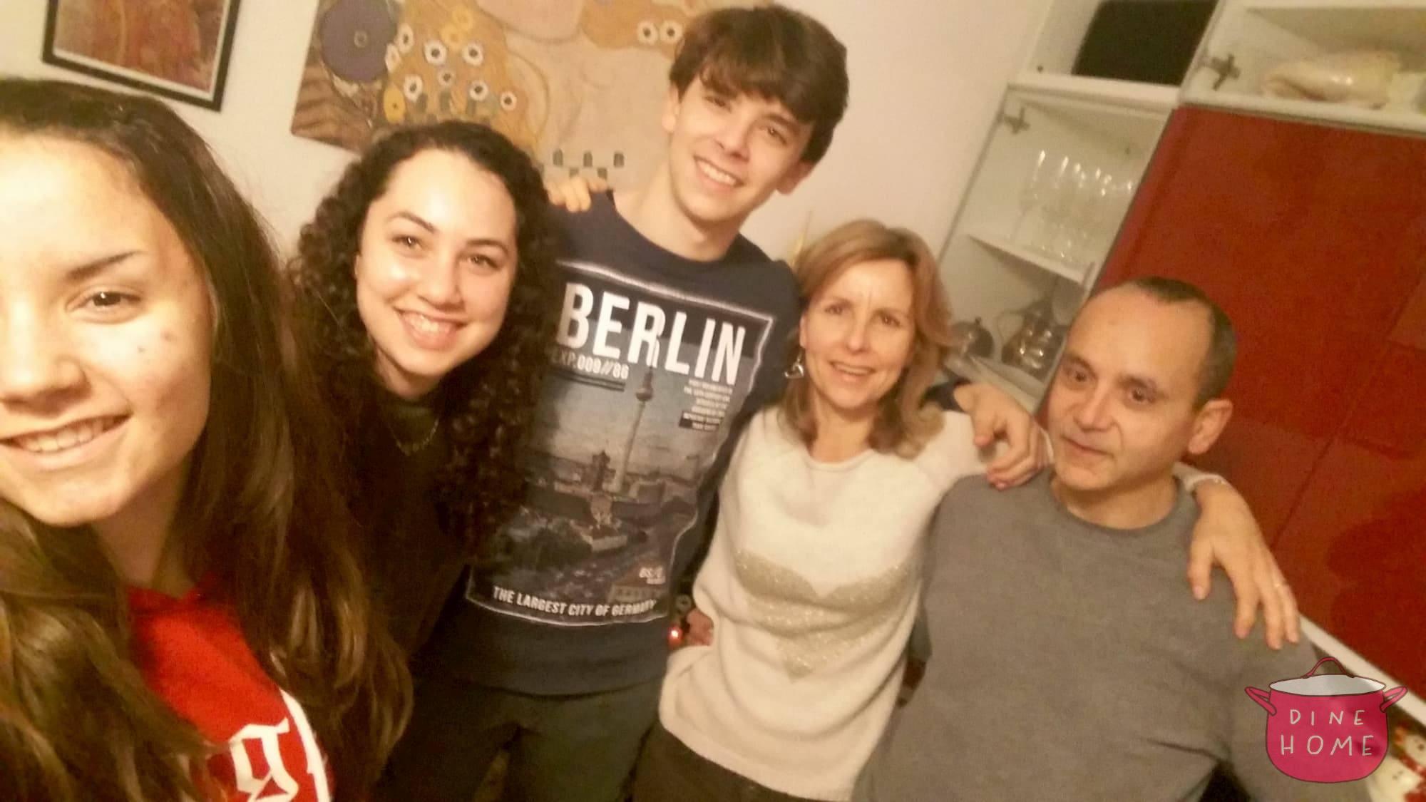 Noah, studentessa da Israele, a cena dalla sua famiglia Dinehome.