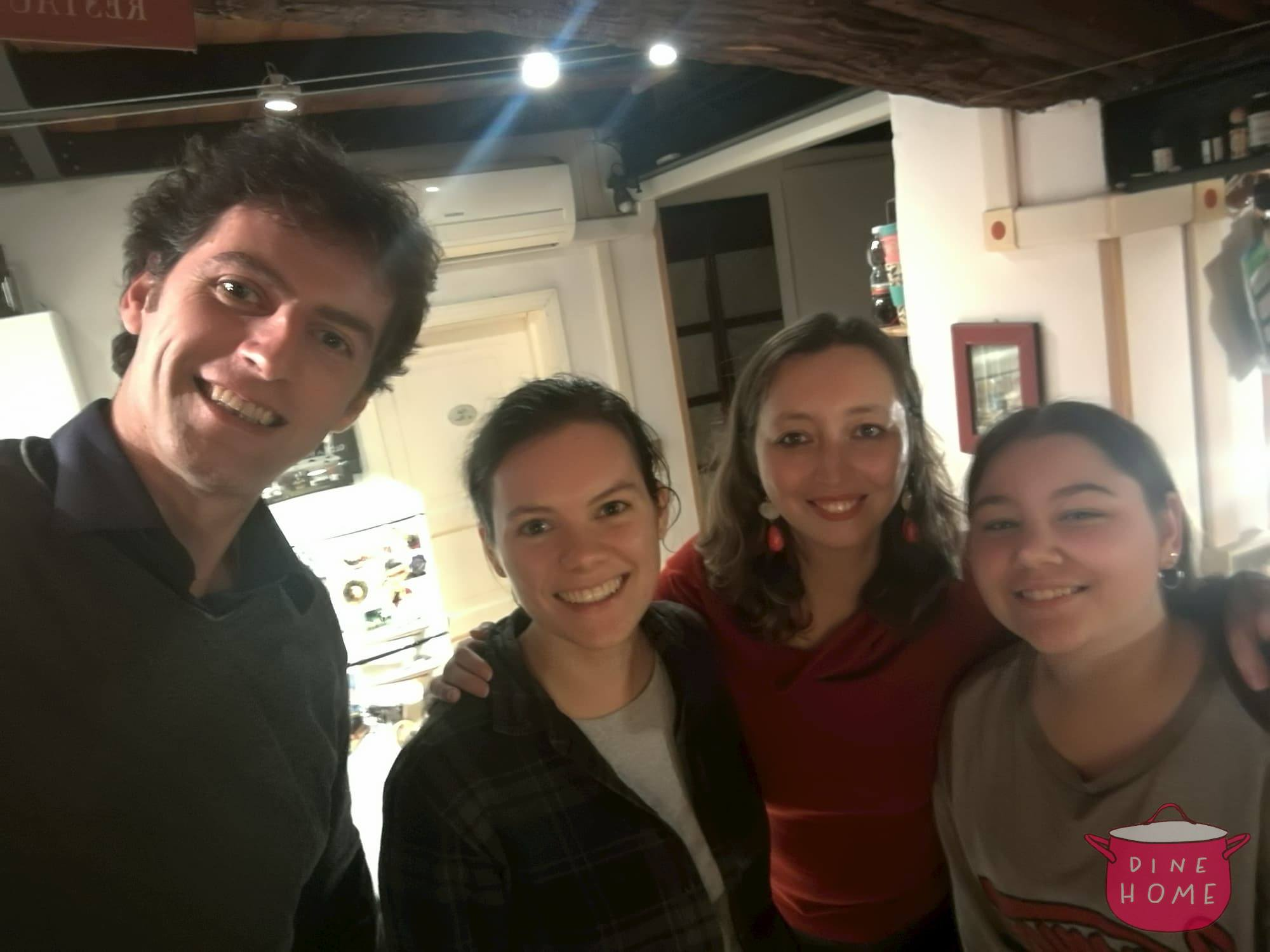 Laura, a student from the USA, having dinner with her Dinehome family.