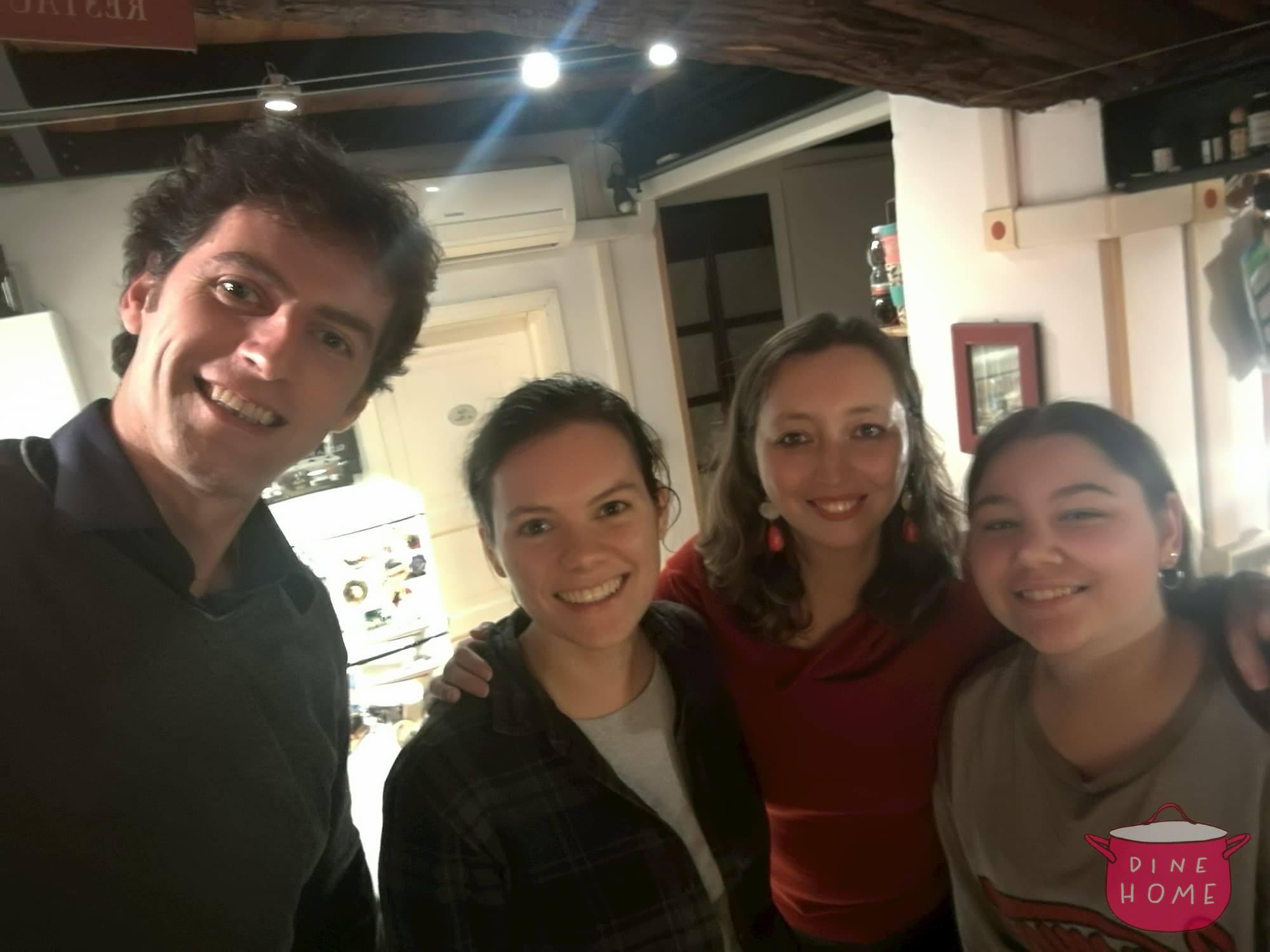 Laura, studentessa dagli USA, a cena dalla sua famiglia Dinehome.