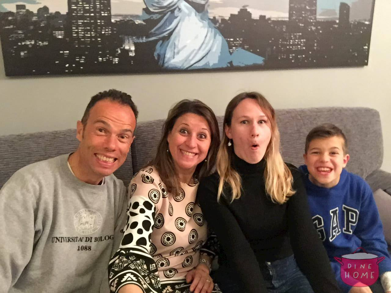 Celine, studentessa da UK, a cena dalla sua famiglia Dinehome.