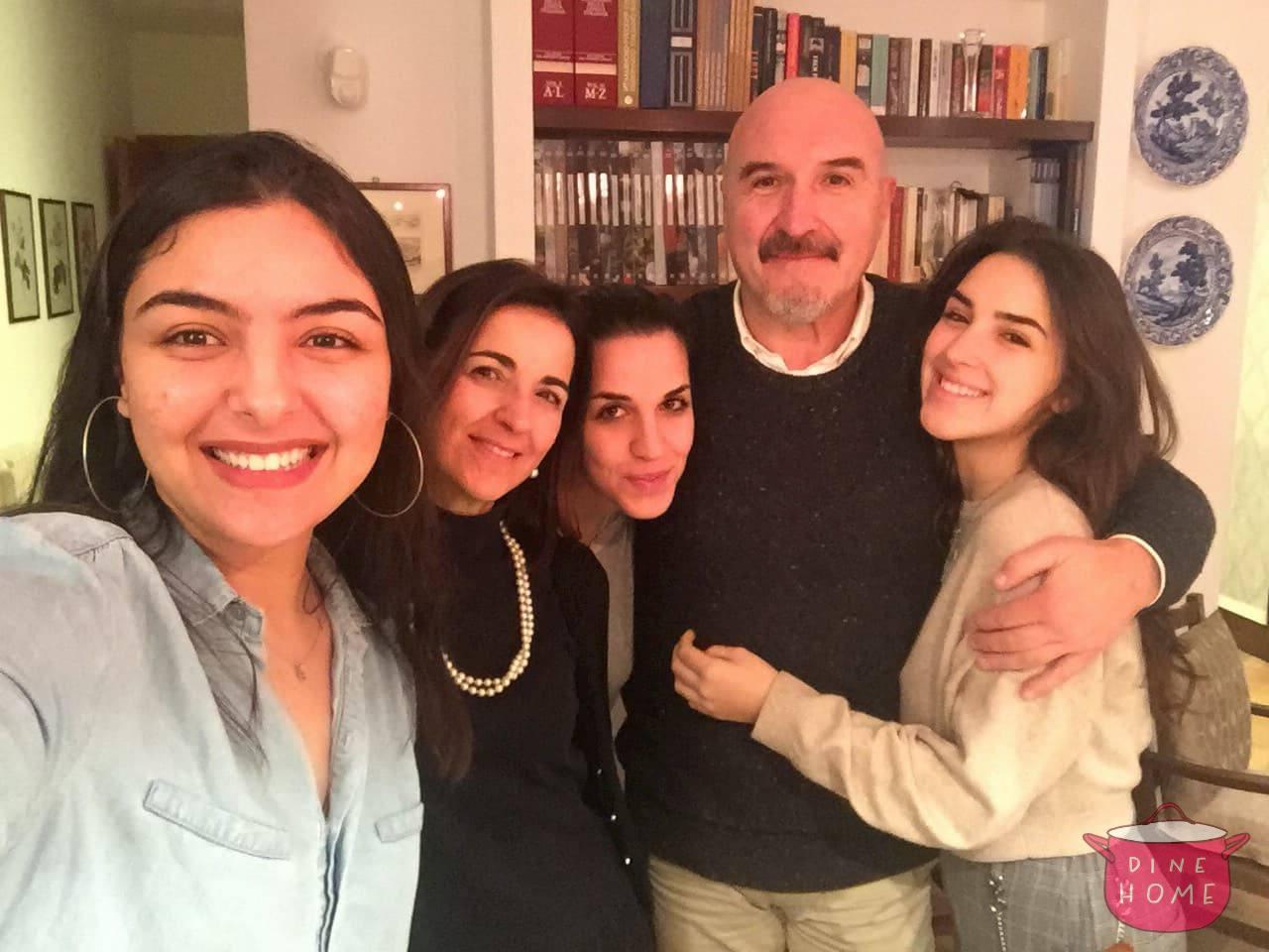 Leila, studentessa dal Marocco, a cena dalla sua famiglia Dinehome.