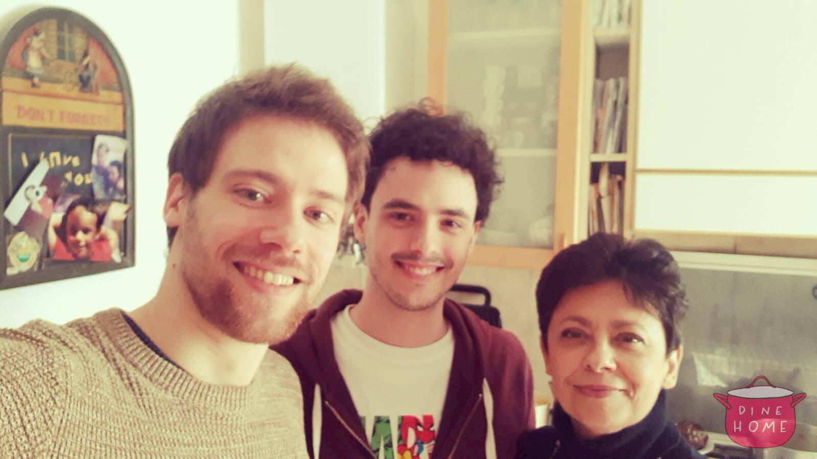 Fabian, studente dalla Germania, a cena dalla sua famiglia Dinehome.