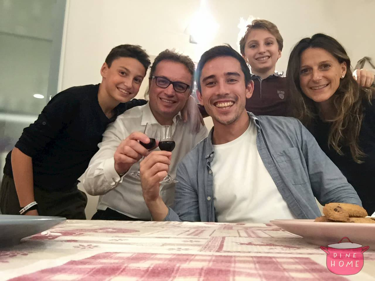 Daniel, a student from the USA, having dinner with his Dinehome family.