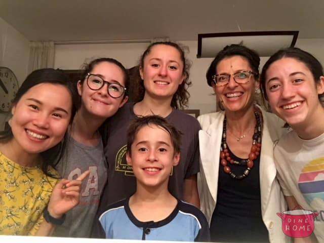 Huixin, studentessa dalla Cina, a cena dalla sua famiglia Dinehome.