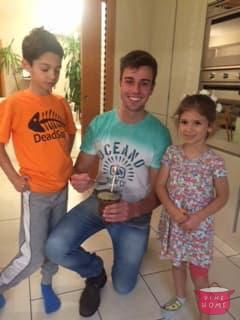 Julio, studente brasiliano, a cena dalla sua famiglia Dinehome.