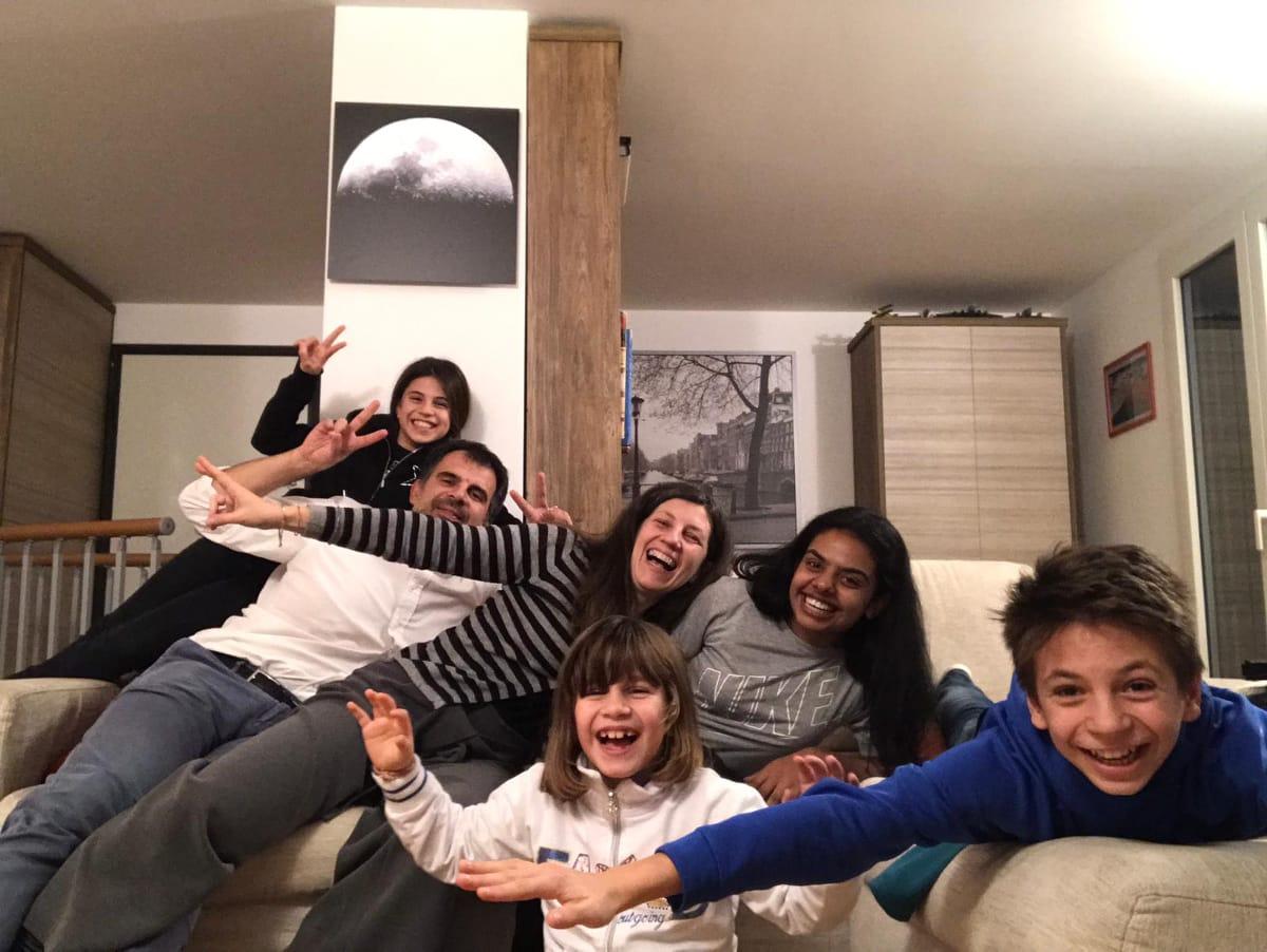 studentessa universitaria internazionale con famiglia italiana