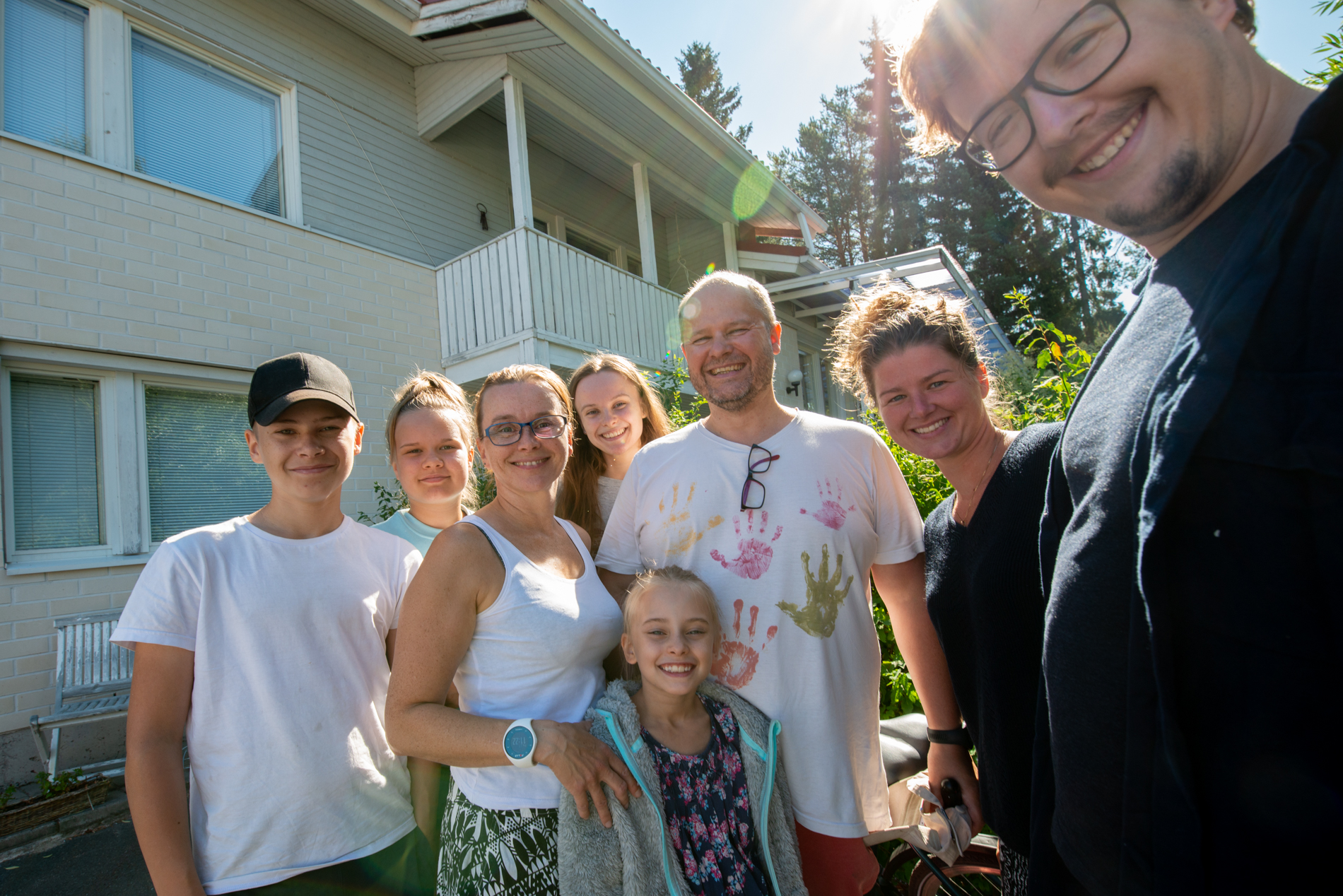 Ellis&Me with the first family in Finland that took us in their home.
