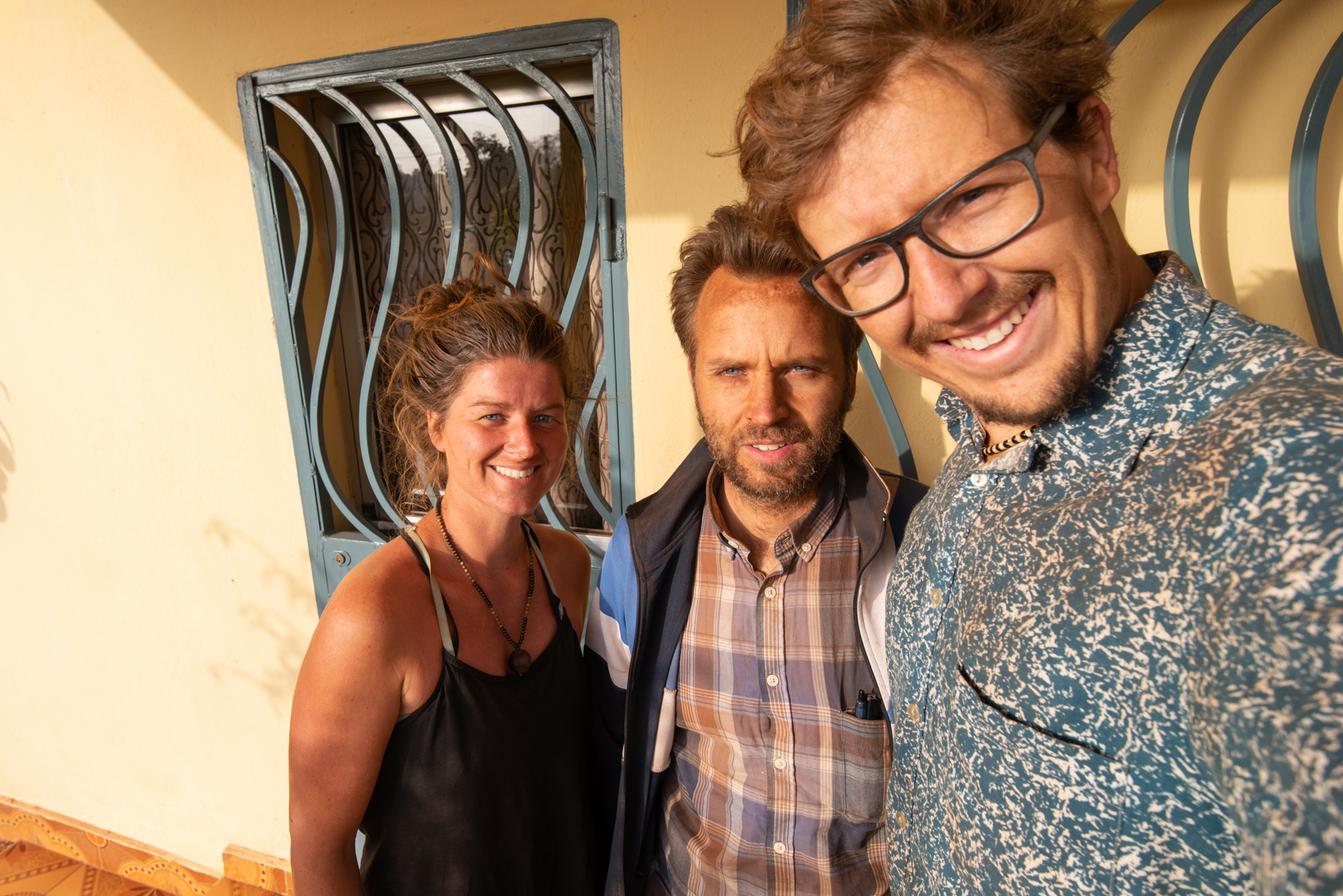 Dusty faces of Ellis&Me and our Swedish friend. Labé, Guinee-Conakry.