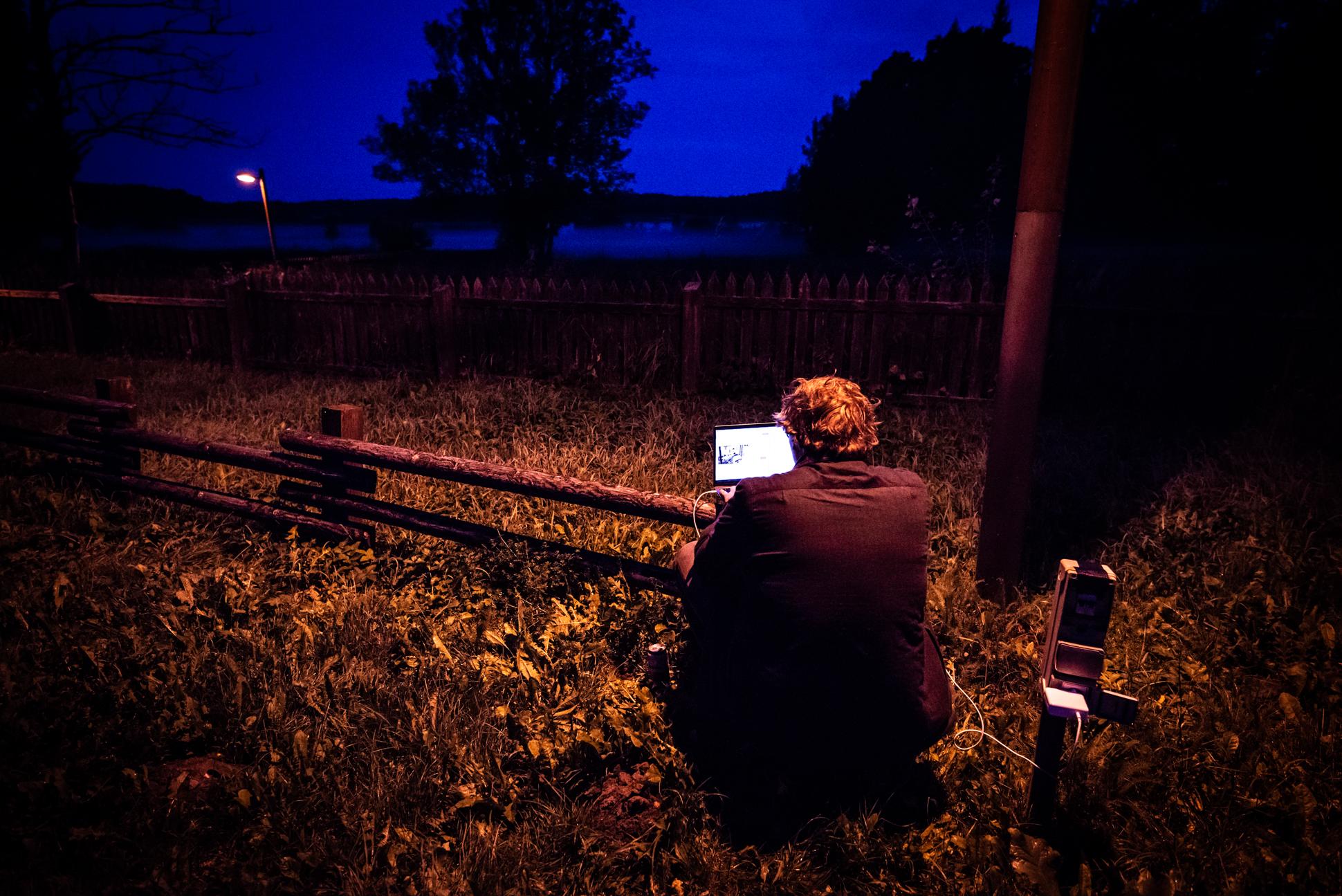 Digital Nomad working at a camping in Kurtuvenai, Lithuania. Ellis&me Ellis Photography.