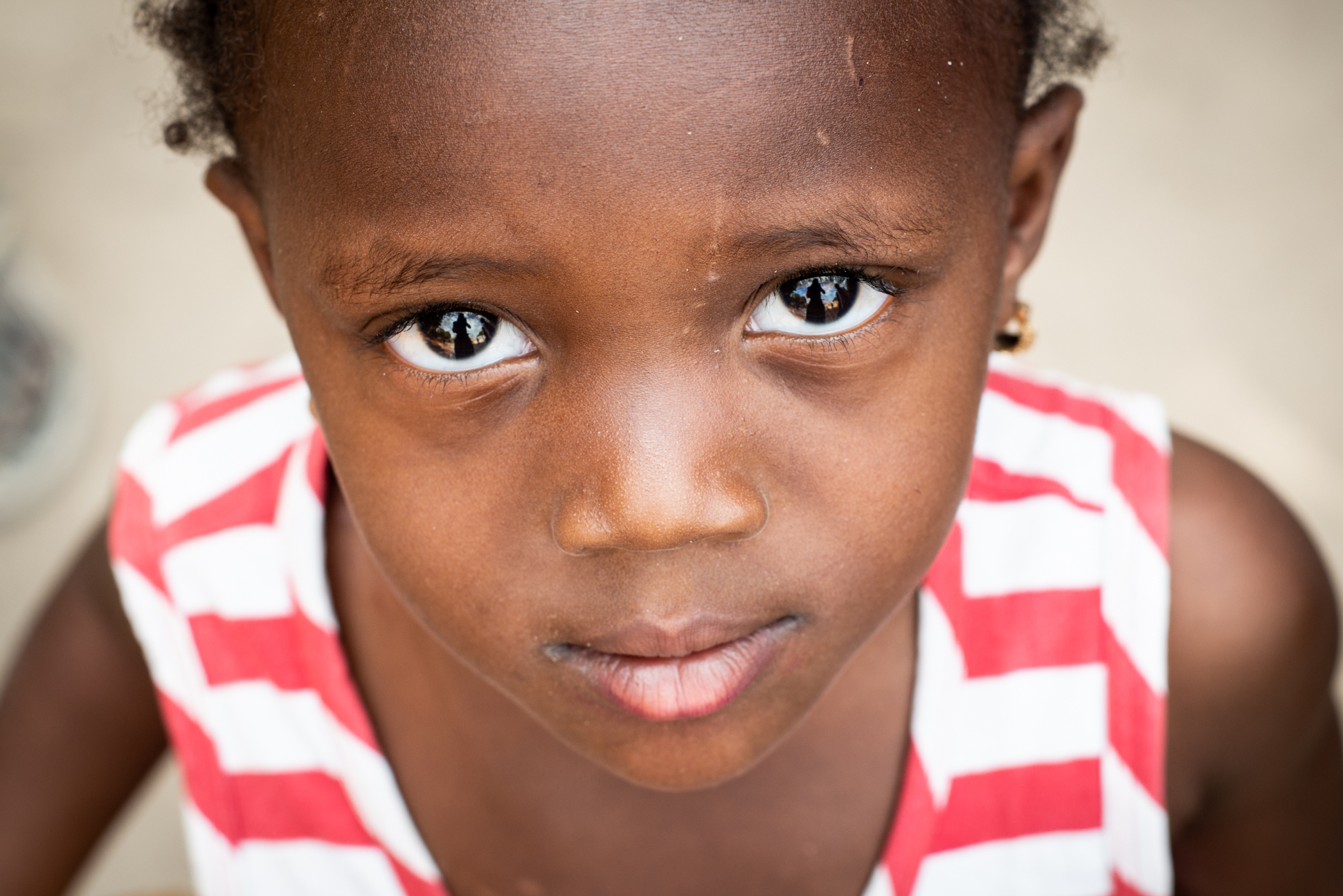 Big eyes looking into the camera. Sweet portrait of a girl by Ellis Photography