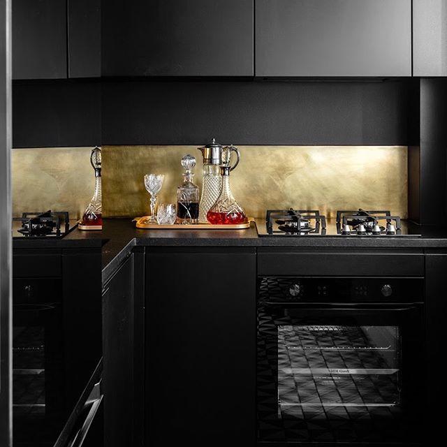 Boho Studio - Kompaktowa kuchnia w czerni