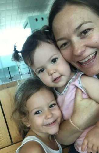 Amelia used baby sign language with two of her children and found  the ability to communicate with her children to be the best thing ever