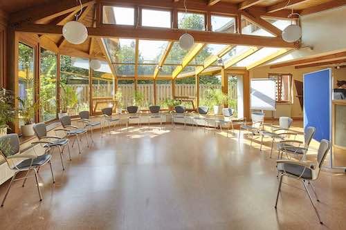 Raum Wintergarten Einrichtung im Stuhlkreis