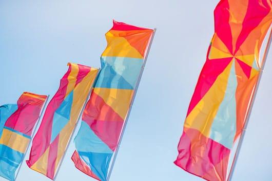 Banderas publicitarias, la mejor manera de publicitarse en exteriores.