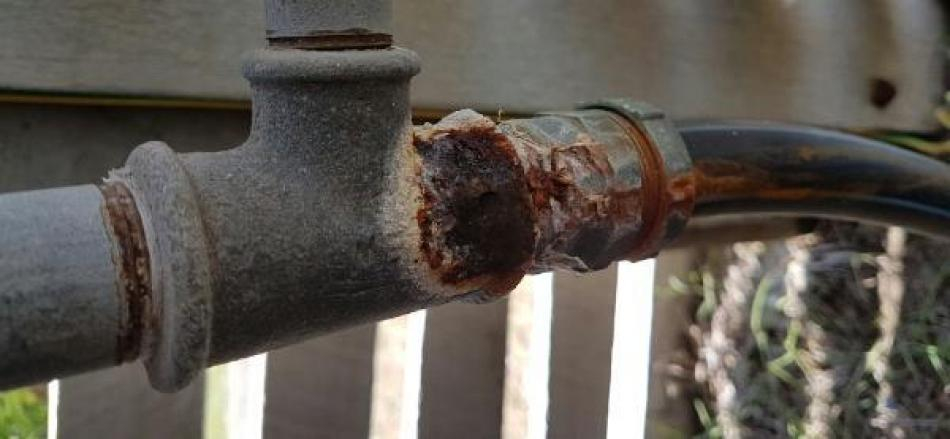 Corroded Galvanised Pipe Repair - Wynnum West