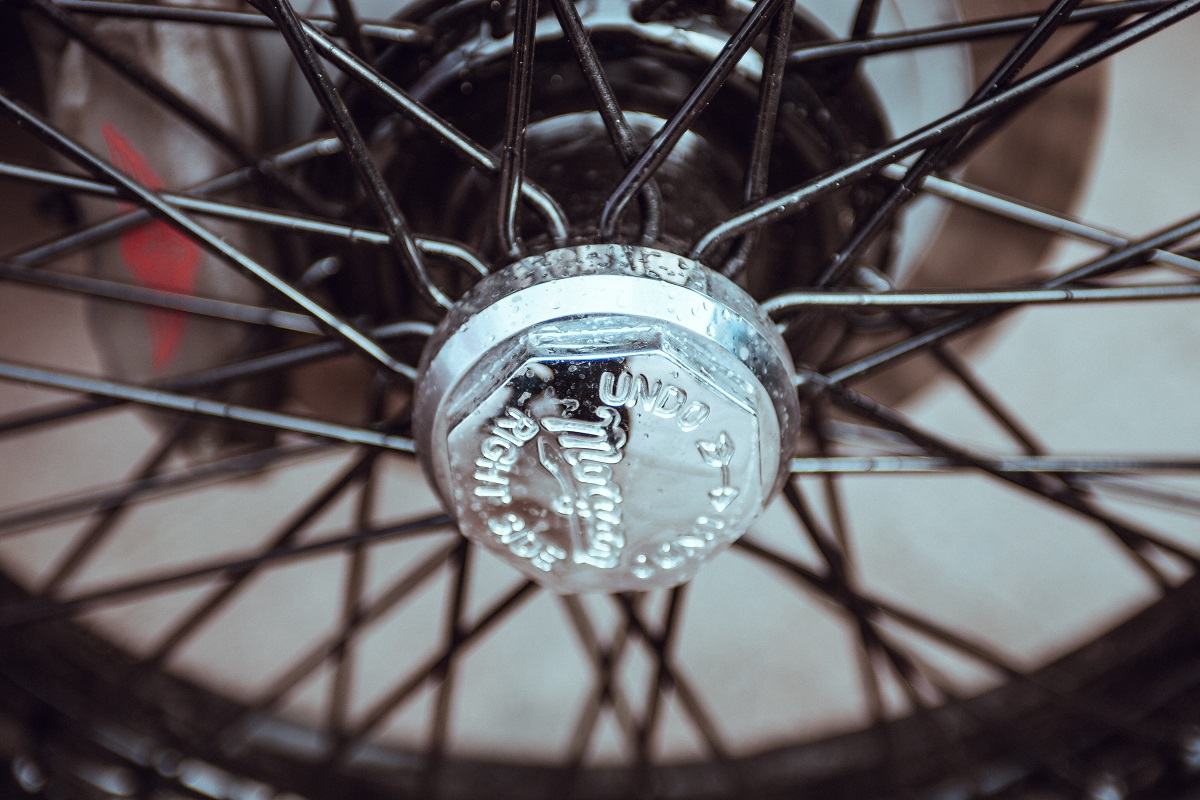 hub and spokes of a wheel are a visual representation of a commercial real estate model being used to bring employees back to work