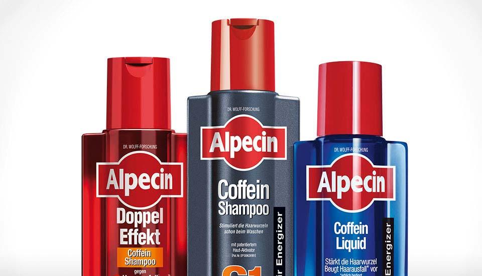 Drei Flaschen verschiedener Alpecin-Produkte vor weißem Hintergrund
