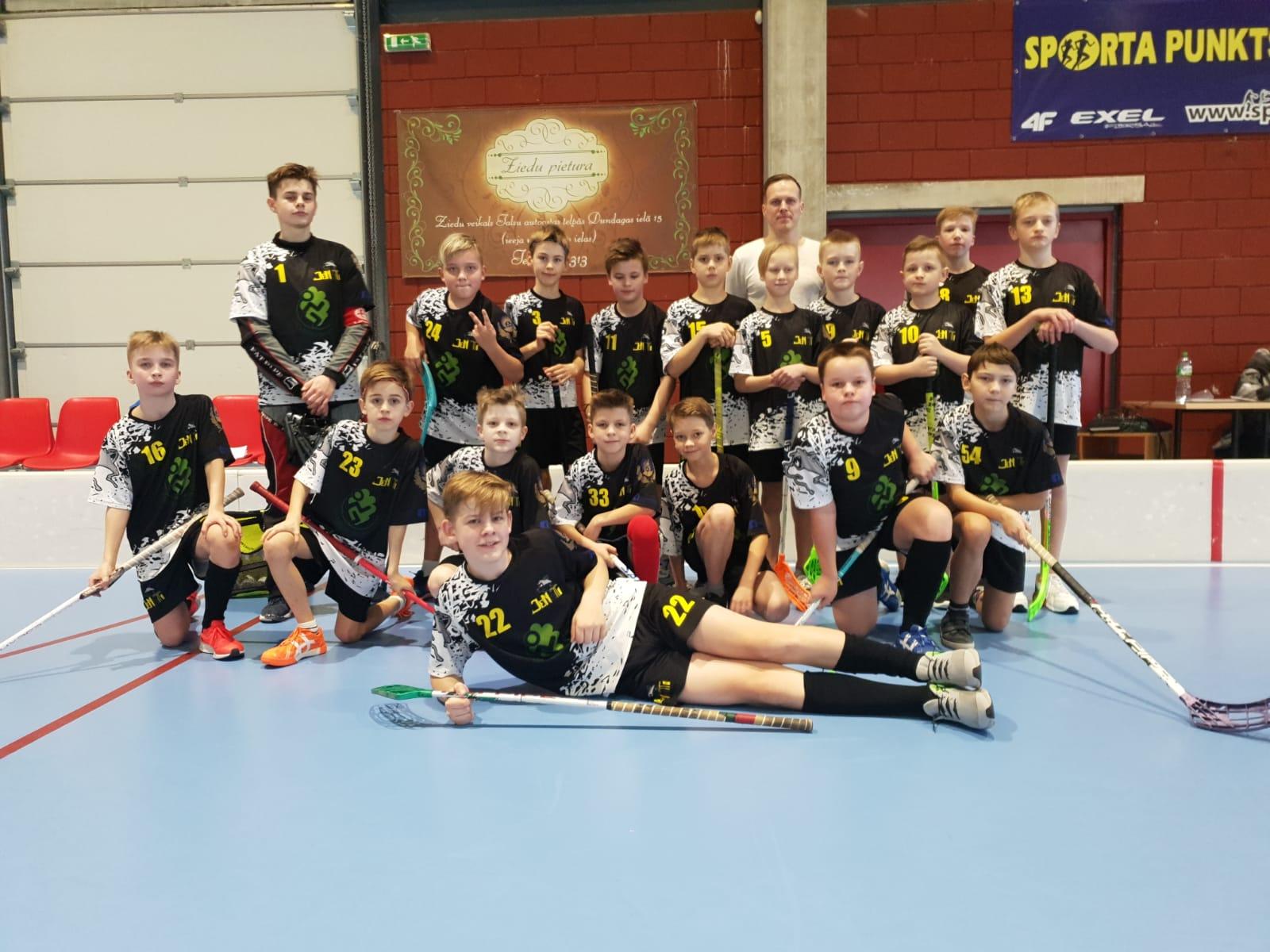 Turpinās Latvijas 26. čempionāts florbolā U12 grupai