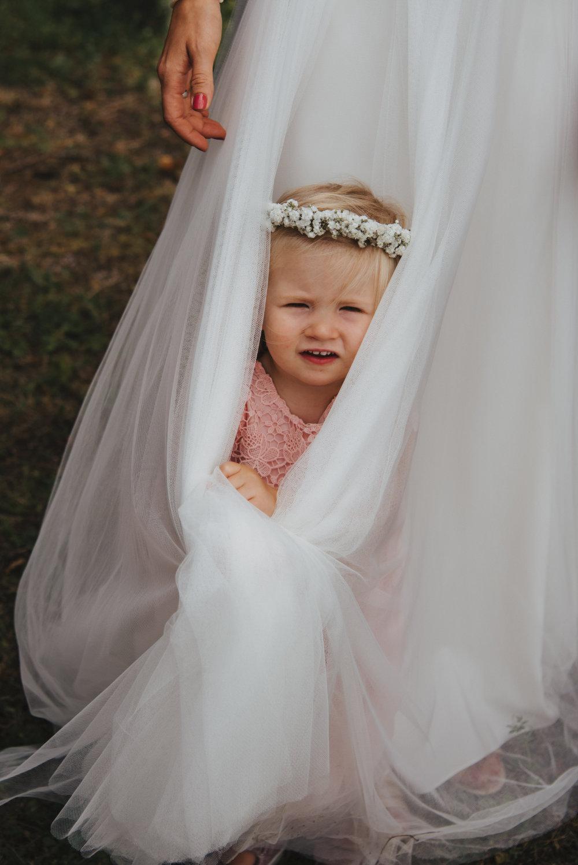 Blumenkind im Hochzeitskleid