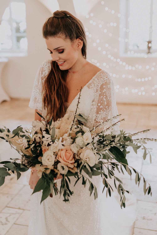 Boho-Braut mit Braustrauß