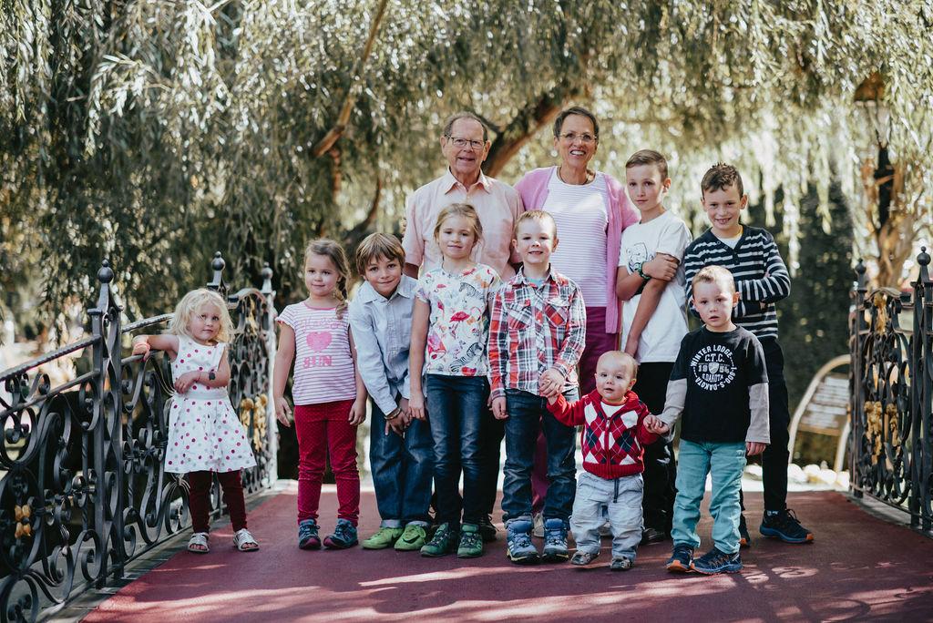 Großeltern mit Enkelkindern