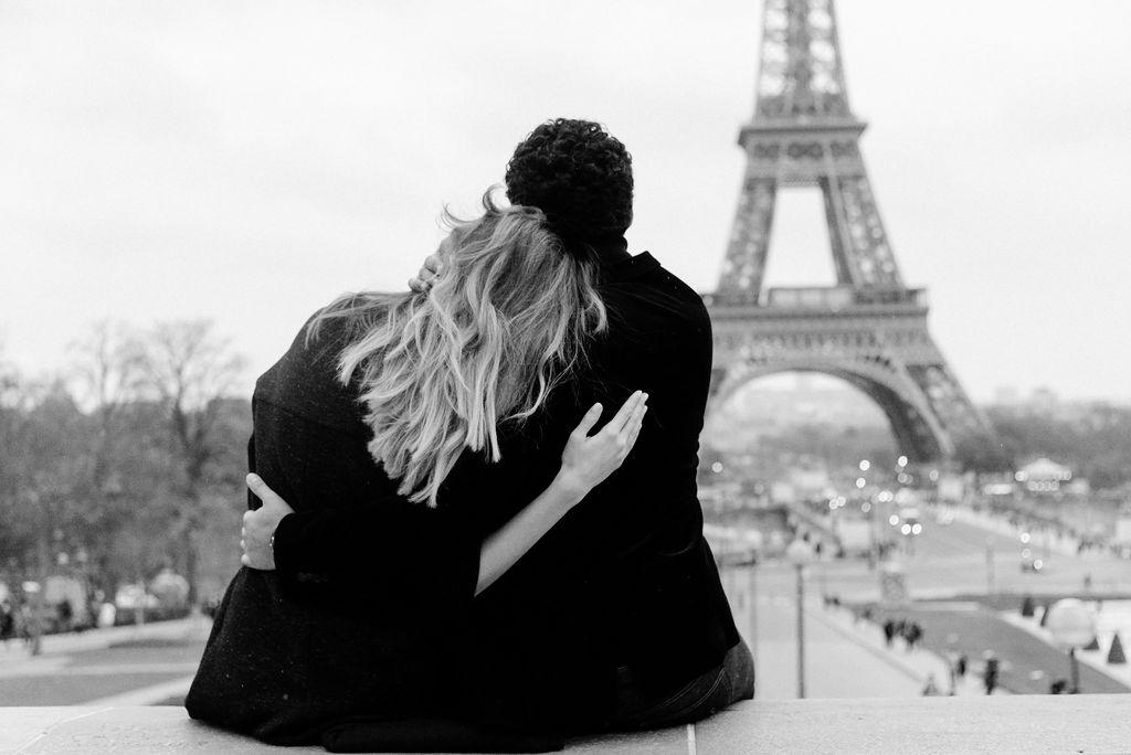 Verliebtes Paar in Trocadéro Paris