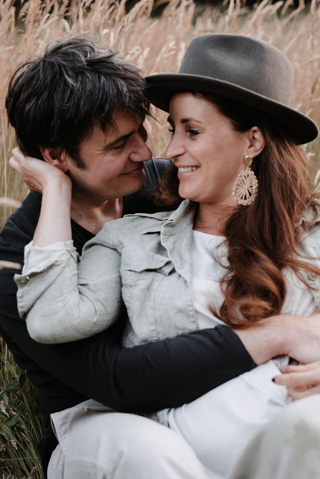 Glückliches Paar in romantischer Atmosphäre