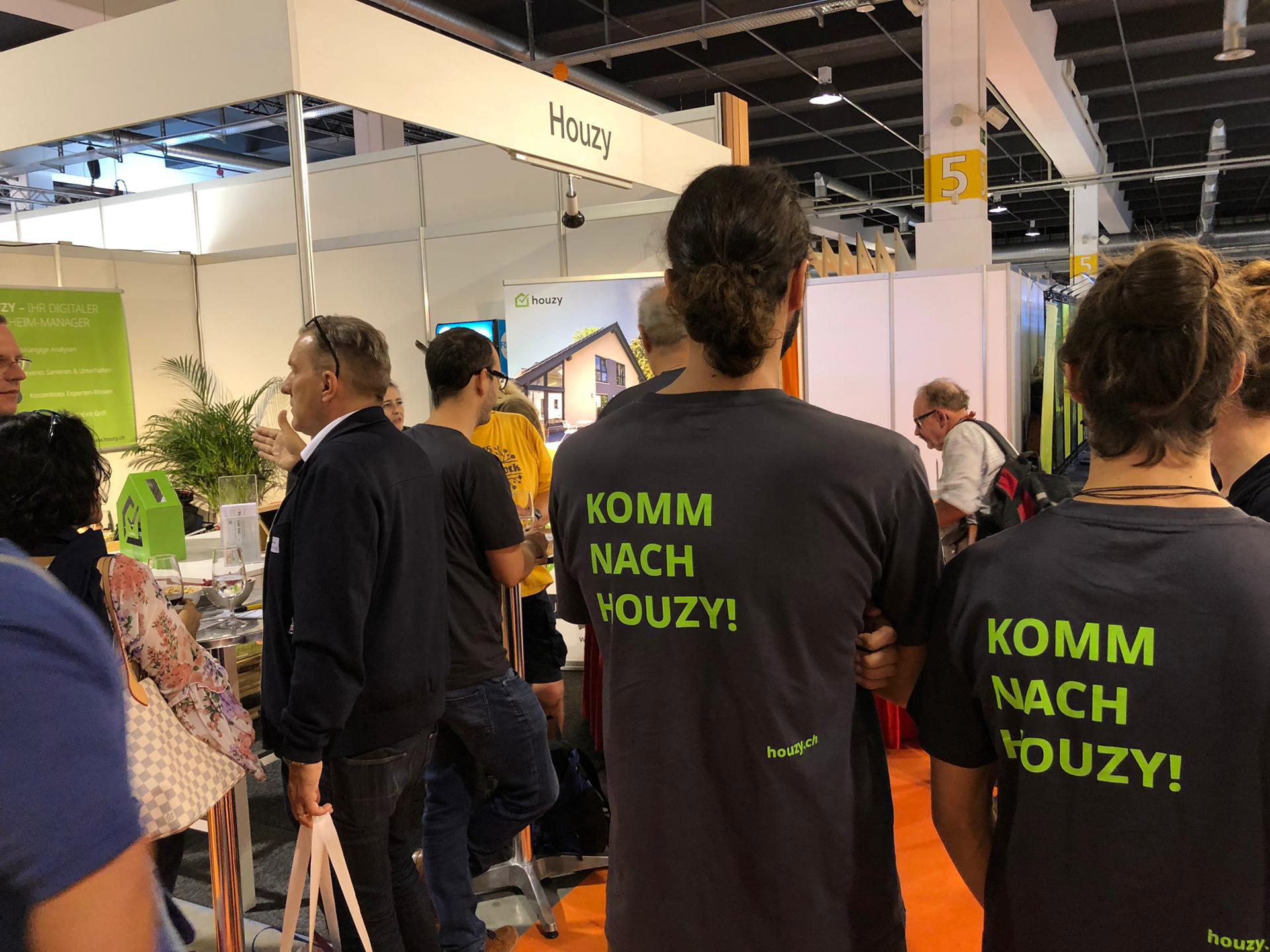 mitarbeiter von Houzy an der Bauen und Modernisieren Messe Zürich 2019