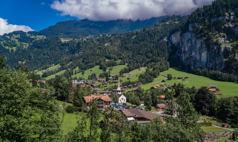 Homeoffice: ländliches Gebiet mit Häusern in der Schweiz