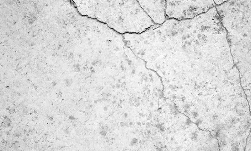 Fassade sanieren:Grössere Risse in Fassade aus Stein