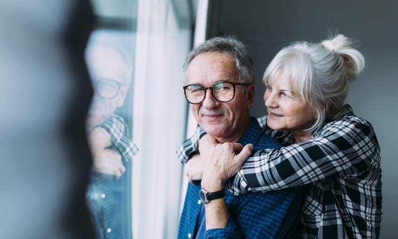 Tragbarkeit Hypothek – entspanntes Senioren-Paar