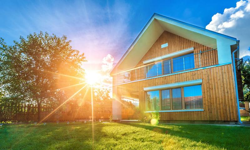 Checkliste Hauskauf: Modernes Haus mit Garten