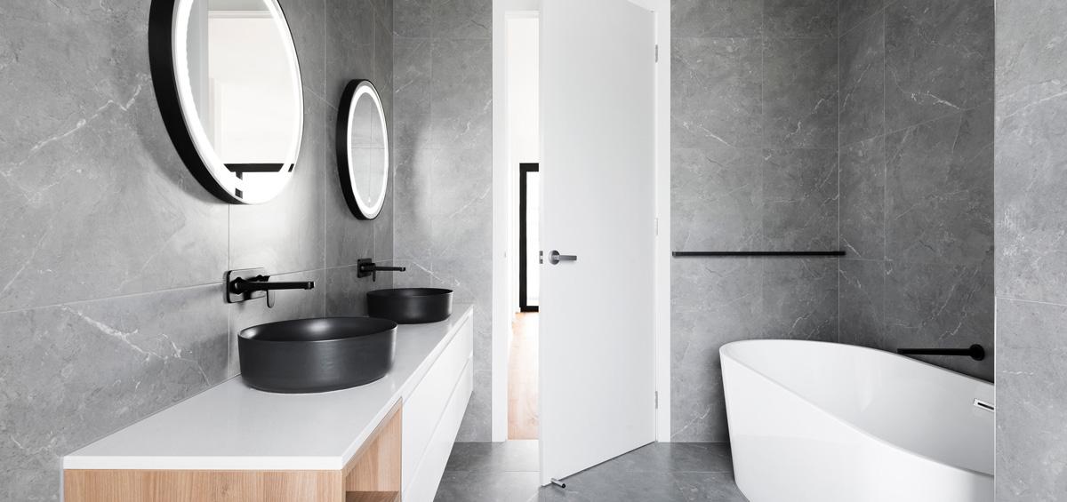Badezimmer in Naturstein