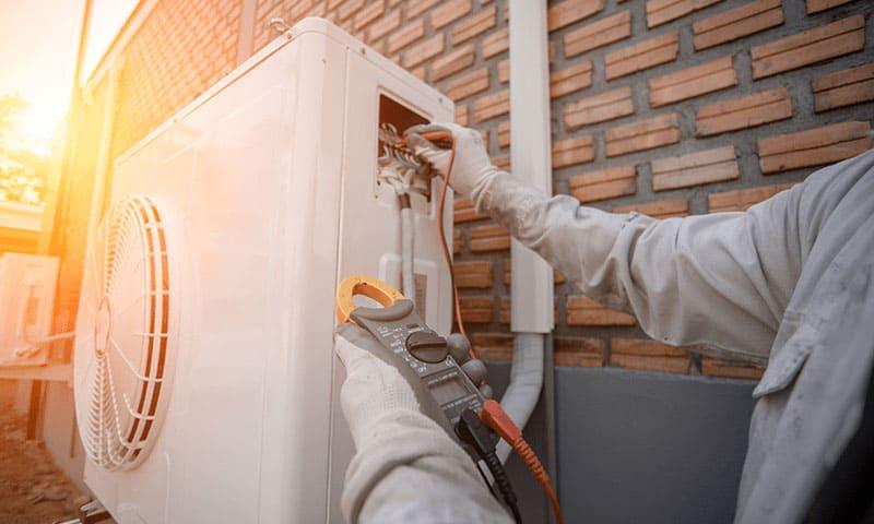 Energieeffizienz: Wärmepumpe am Haus