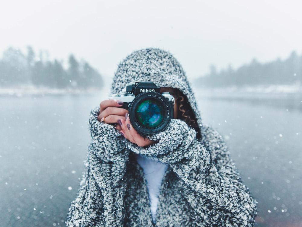 En fotograf med verdifullt kamerautstyr