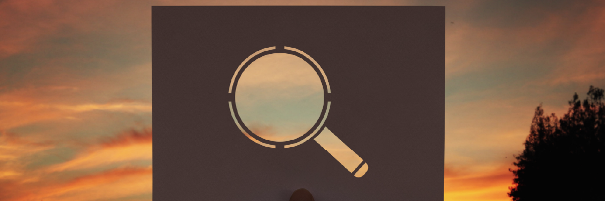 Discoverable magnifying glss