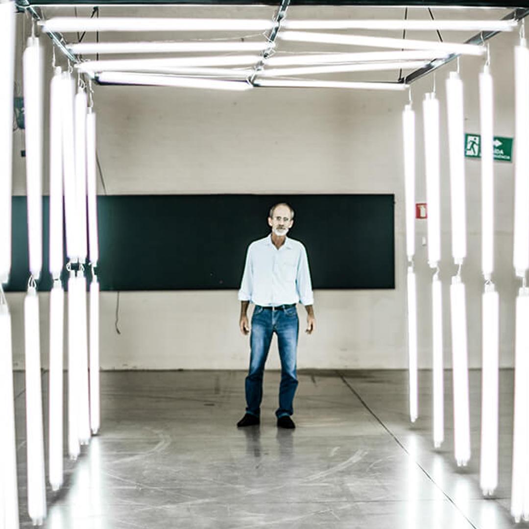 Obra Tunel luzes de Guilherme Palmerio