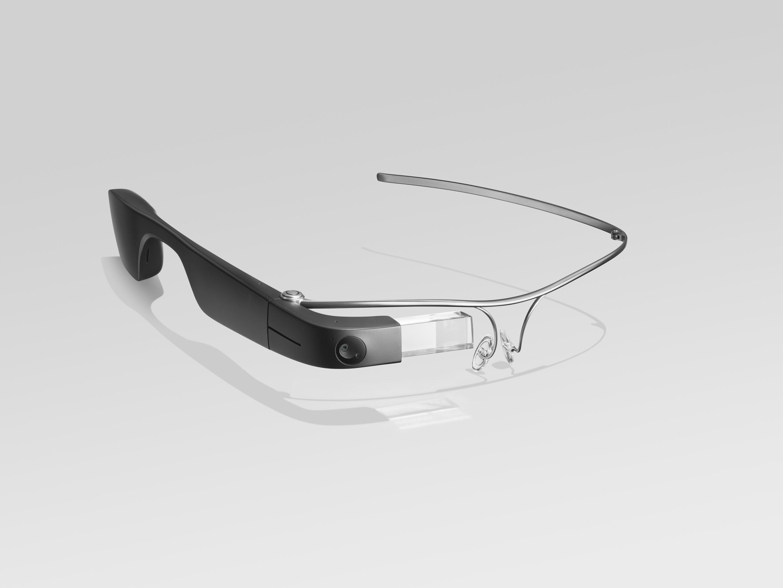 Фотография Google Glass с титановой оправой