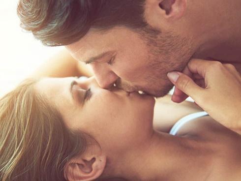 Hôn nhau kiểu này có thể khiến bạn lây bệnh lậu ở cổ họng | Tin tức Online
