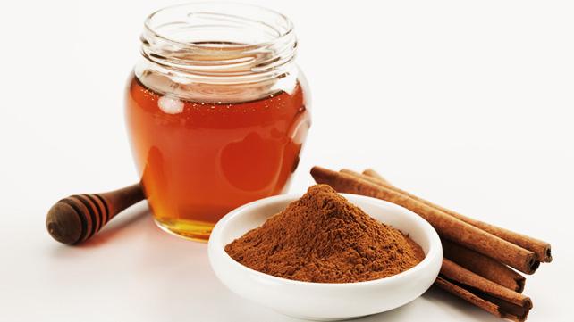 10 lợi ích tuyệt vời mà bột quế và mật ong mang lại