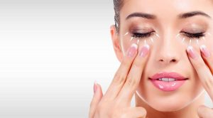 Massage giảm nếp nhăn mắt