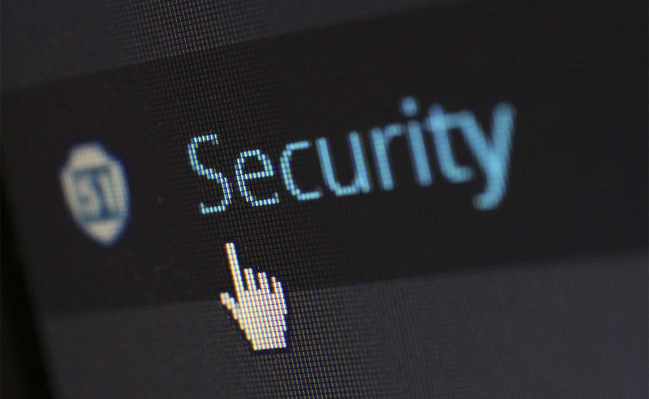 """Computerbildschirm, der das Wort """"Security"""" zeigt"""