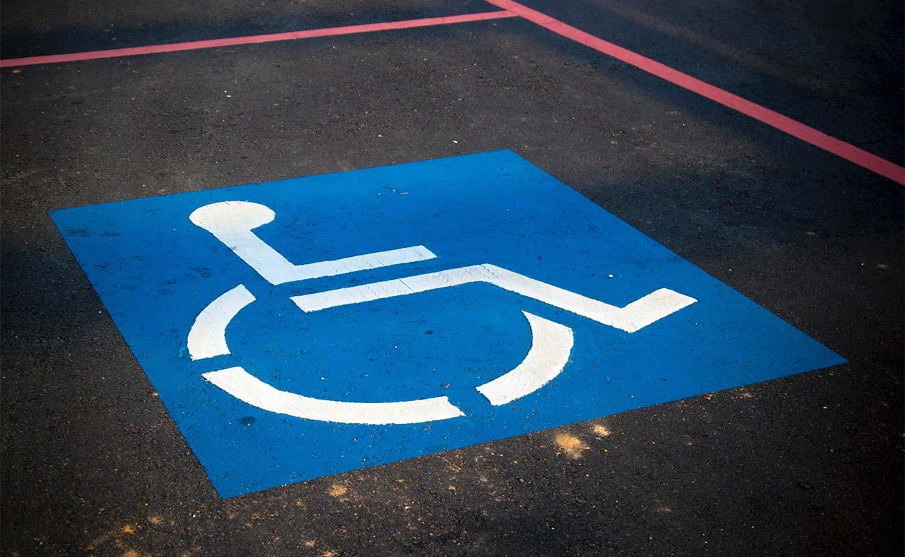 Abbildung eines Parkplatzes für Rollstuhlfahrer