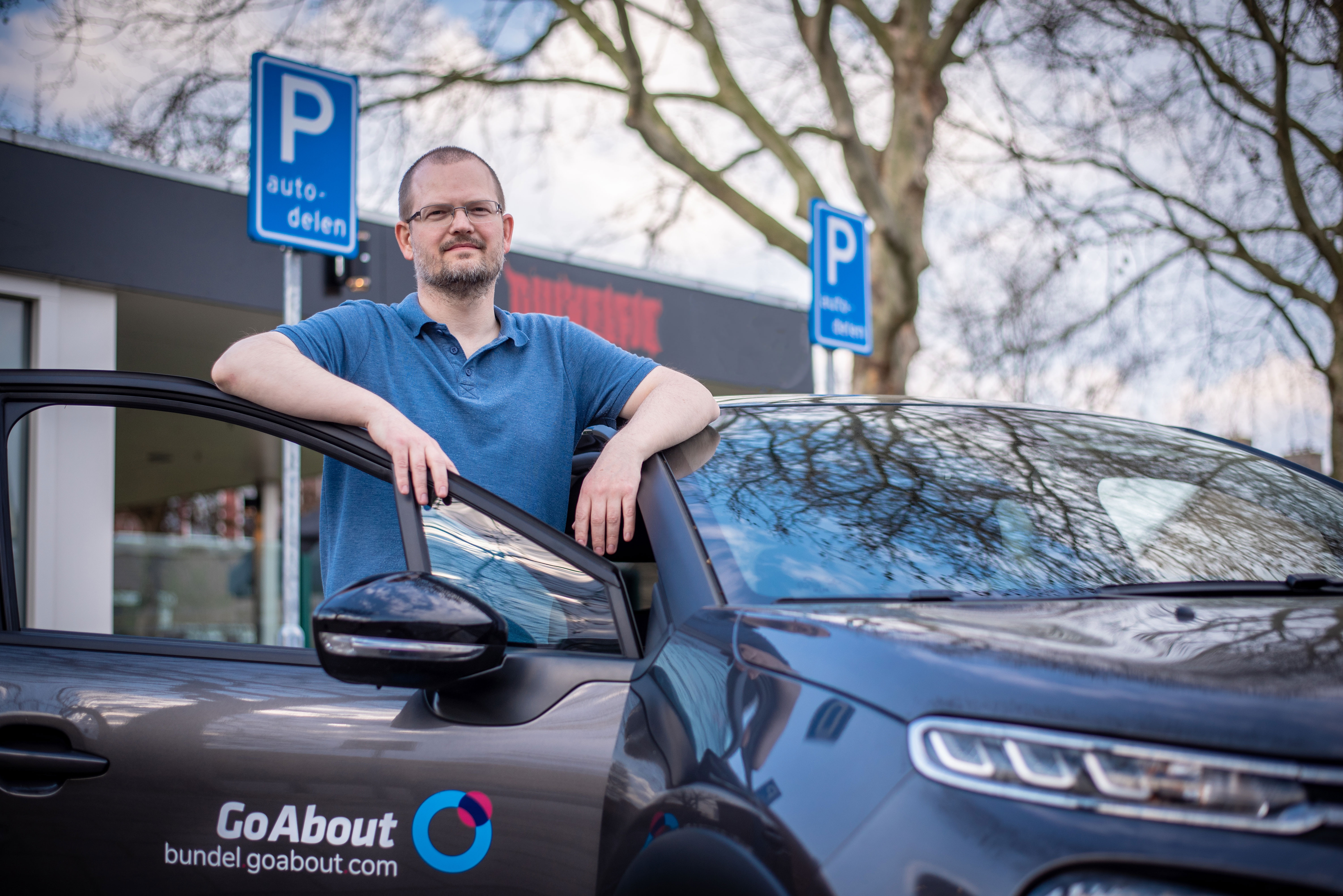 GoAbout Bundel Deelauto gebruiker bij auto