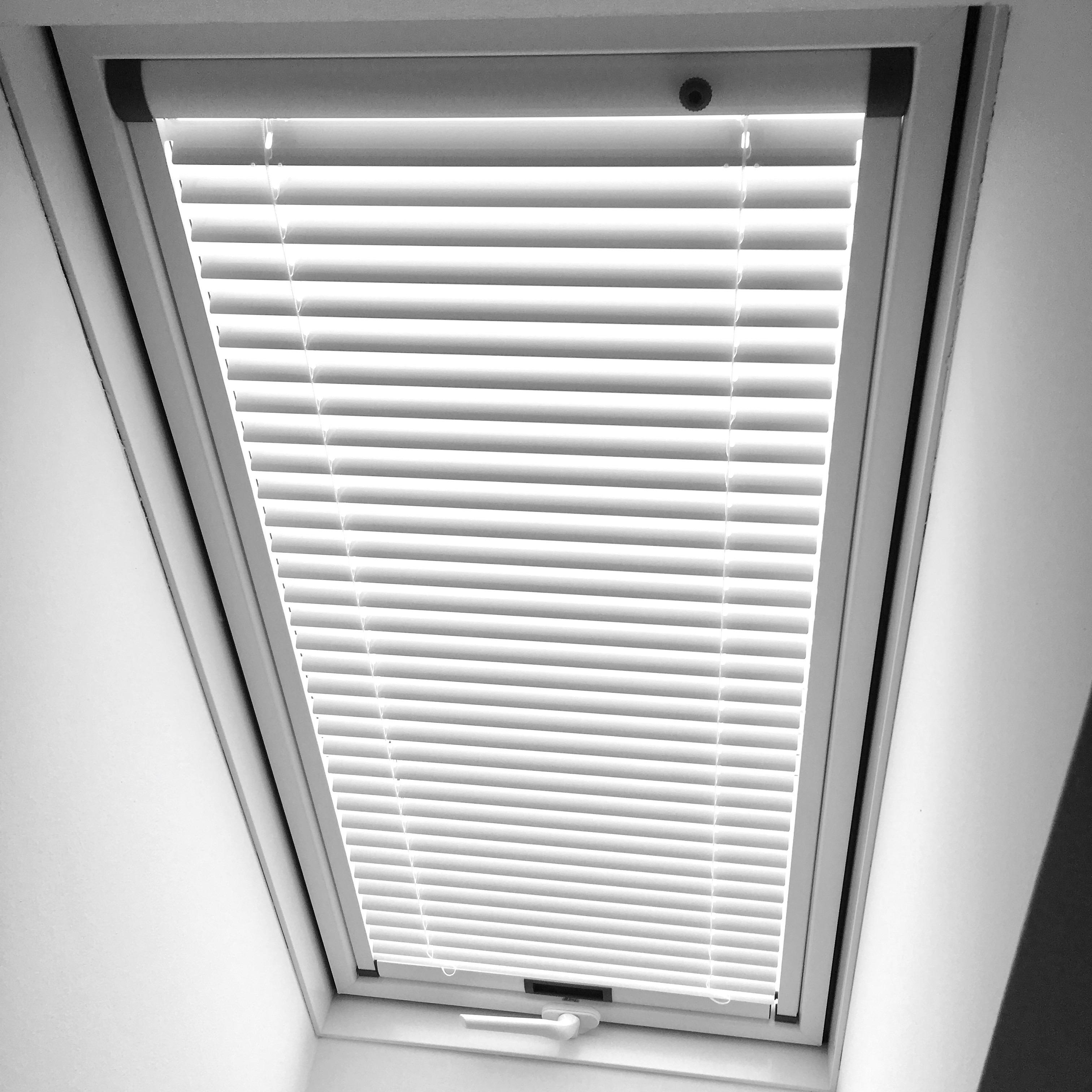 Stínění a sítě pro střešní okna